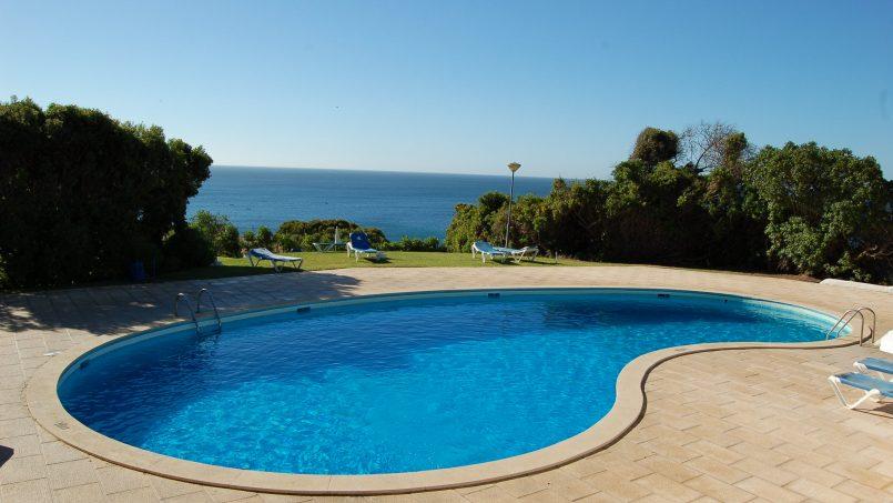 Holiday apartments and villas for rent, Cosy villa, nice see view, pools, beach just un front. Free WiFi. Quiet    Coquette villa, belle vue mer, piscine, plage juste en face. Wifi gratuit. Calme in Armação de Pêra, Portugal Algarve, REF_IMG_624_633