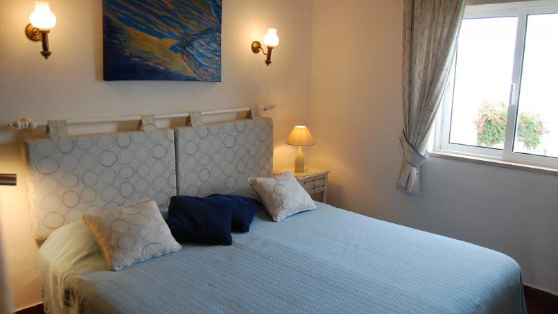 Holiday apartments and villas for rent, Cosy villa, nice see view, pools, beach just un front. Free WiFi. Quiet    Coquette villa, belle vue mer, piscine, plage juste en face. Wifi gratuit. Calme in Armação de Pêra, Portugal Algarve, REF_IMG_624_5573