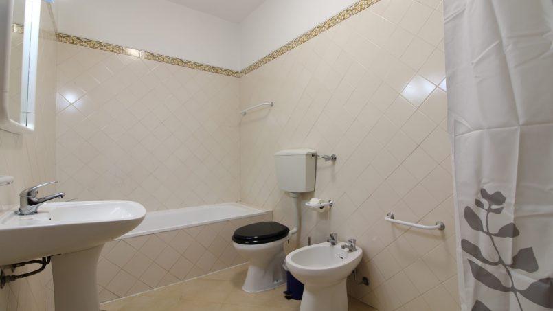 Apartamentos e moradias para alugar, Old Town Albufeira, 1F – 2 Bedroom with 2 bathrooms, 1 minute away from the beach em Albufeira, Portugal Algarve, REF_IMG_2988_5437