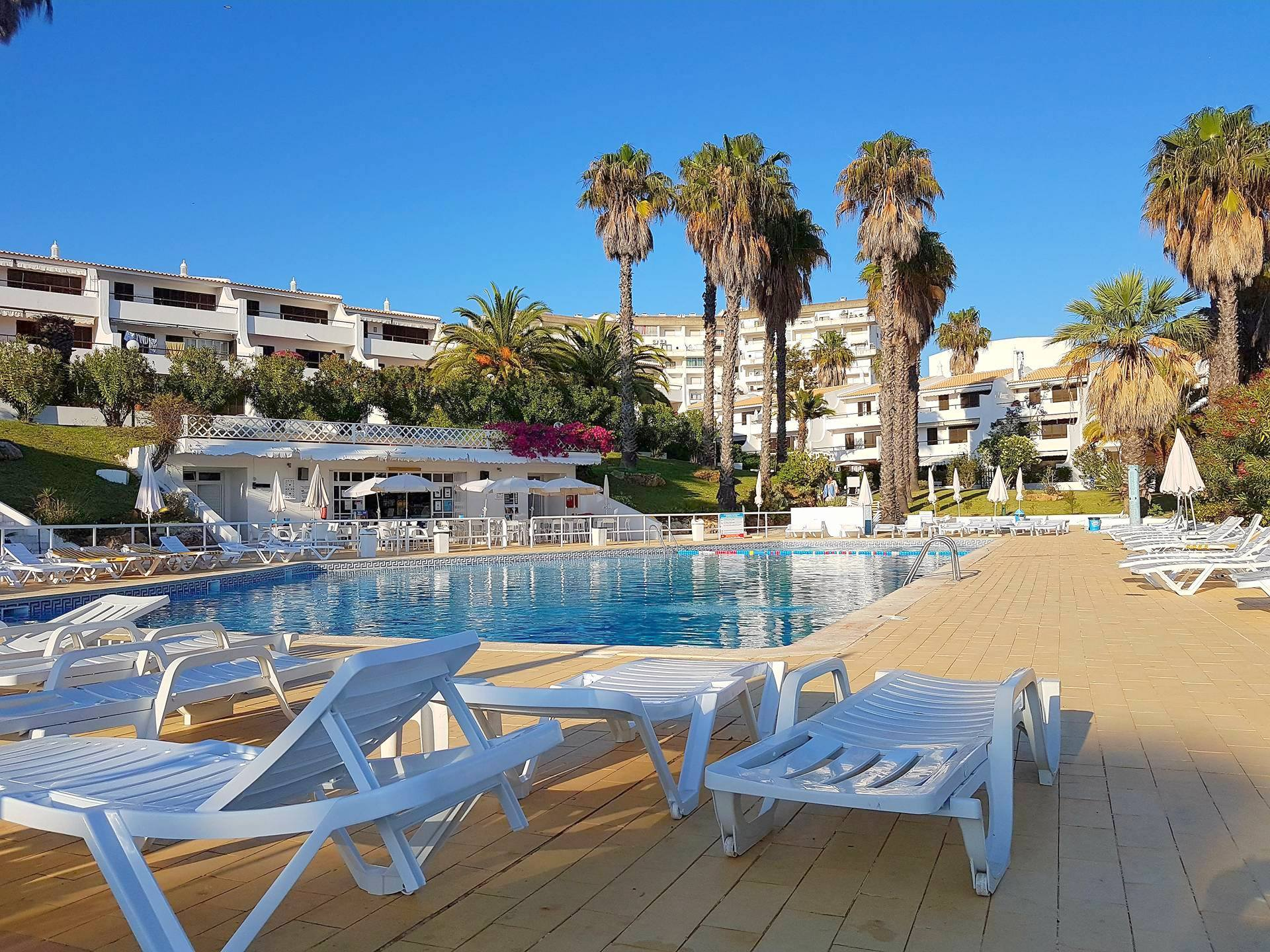 Apartamentos e moradias para alugar, Appart 2 chambres – piscine et tennis – Albufeira em Albufeira, Portugal Algarve, REF_IMG_7166_8627
