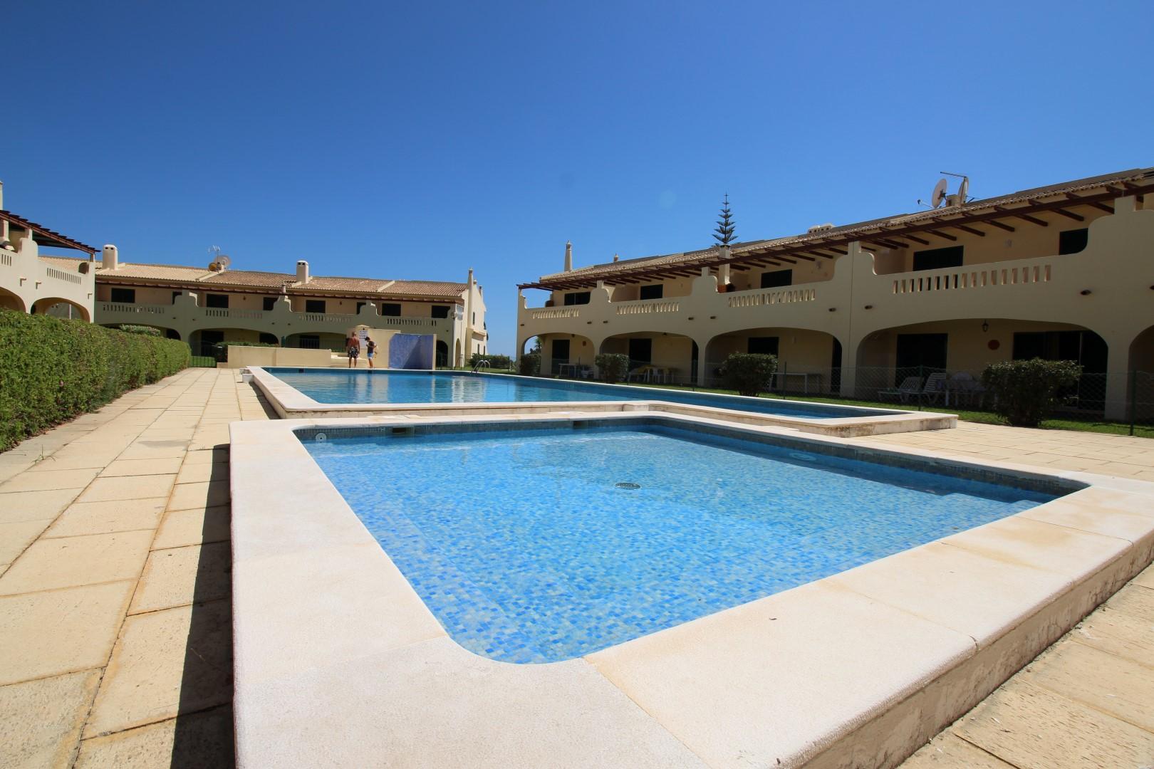 Location appartements et villas de vacance, Appartement avec piscine et terrasse – Porches à Porches (8400), Portugal Algarve, REF_IMG_8812_8813