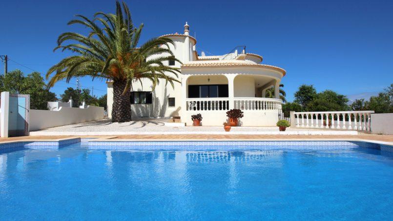 Holiday apartments and villas for rent, VILLA AVEC PISCINE A 4KM DE LA PLAGE – PORCHES in Porches, Portugal Algarve, REF_IMG_7090_8659