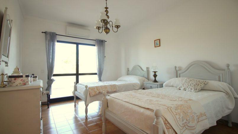 Holiday apartments and villas for rent, VILLA AVEC PISCINE A 4KM DE LA PLAGE – PORCHES in Porches, Portugal Algarve, REF_IMG_7090_8679