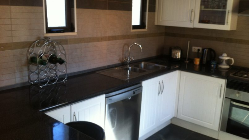 Apartamentos e moradias para alugar, Sunny 4 bedroom villa with pool em Carvoeiro, Portugal Algarve, REF_IMG_9381_9837
