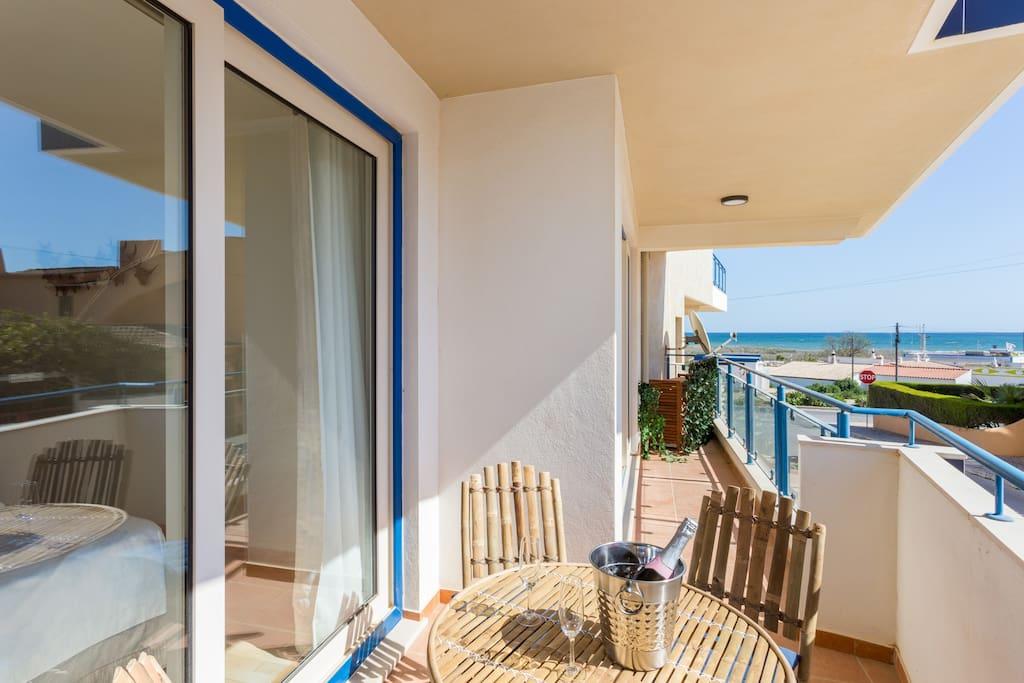 Apartamentos e moradias para alugar, MEIA PRAIA SEAVIEW BEACHFRONT LUX APT em Lagos, Portugal Algarve, REF_IMG_11238_11246