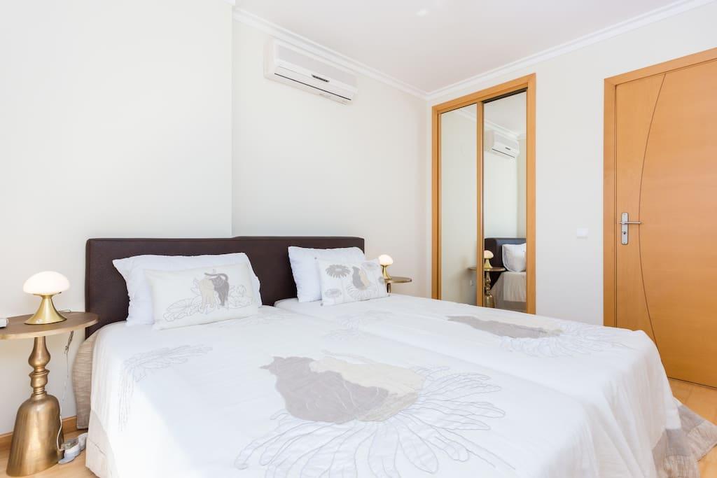 Apartamentos e moradias para alugar, MEIA PRAIA SEAVIEW BEACHFRONT LUX APT em Lagos, Portugal Algarve, REF_IMG_11238_11250