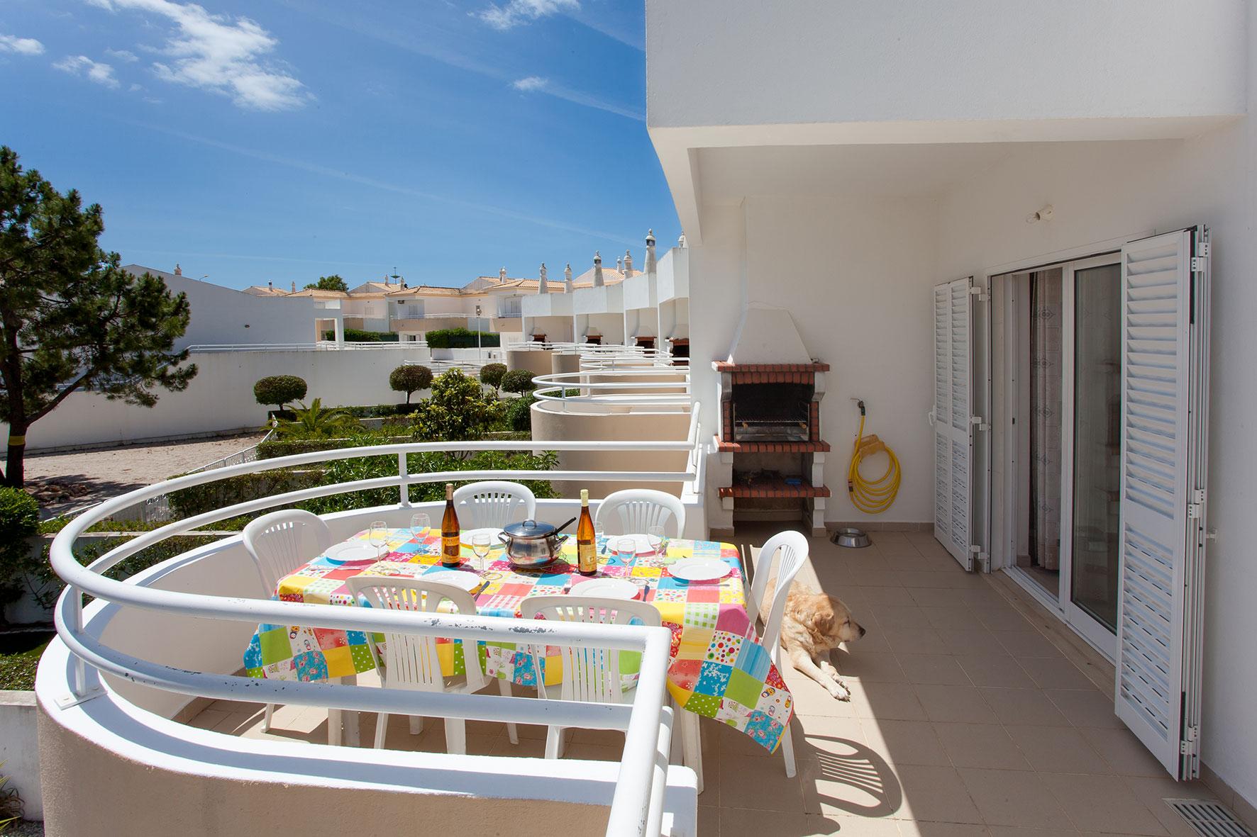 Holiday apartments and villas for rent, Apartamento T2 em Condomínio Com Piscina na Praia da Galé em Albufeira in Albufeira, Portugal Algarve, REF_IMG_6121_12076