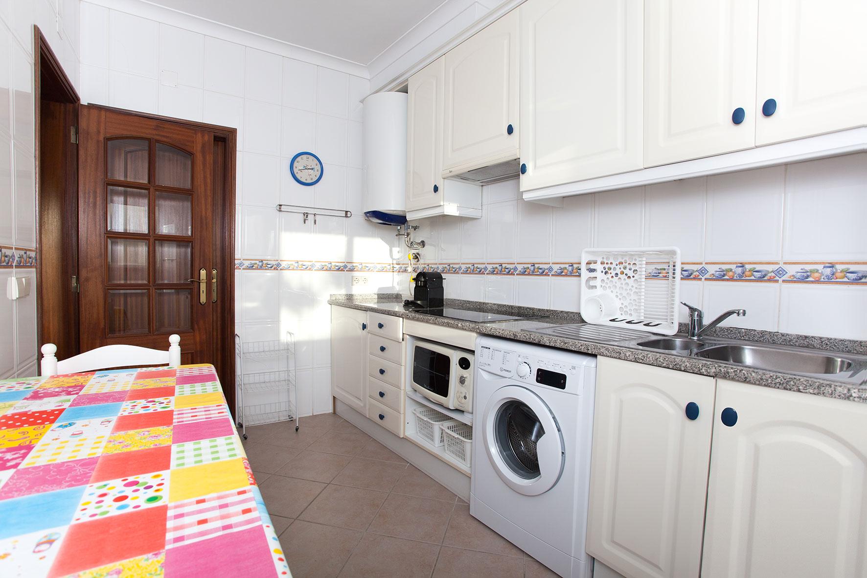 Holiday apartments and villas for rent, Apartamento T2 em Condomínio Com Piscina na Praia da Galé em Albufeira in Albufeira, Portugal Algarve, REF_IMG_6121_12089