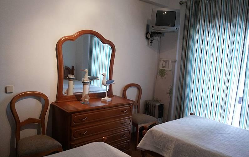 Location appartements et villas de vacance, T1 equipado para férias, na 1ª linha de praia, em Quarteira, município de Loulé, no Algarve à Quarteira, Portugal Algarve, REF_IMG_12878_12925