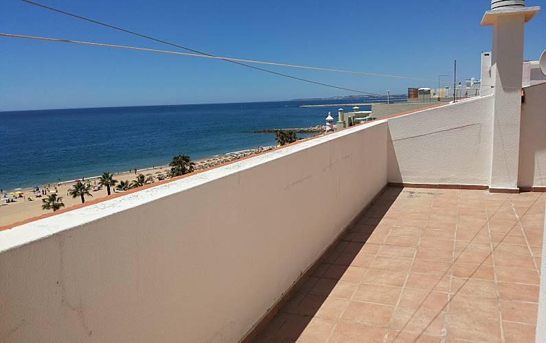 Location appartements et villas de vacance, T1 equipado para férias, na 1ª linha de praia, em Quarteira, município de Loulé, no Algarve à Quarteira, Portugal Algarve, REF_IMG_12878_12923