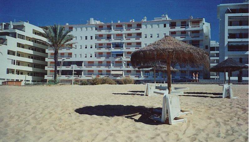 Location appartements et villas de vacance, T1 equipado para férias, na 1ª linha de praia, em Quarteira, município de Loulé, no Algarve à Quarteira, Portugal Algarve, REF_IMG_12878_12924