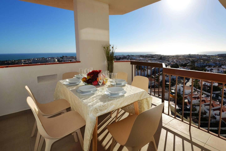 Apartamentos e moradias para alugar, 180° Sea views, Pool, 2 bedrooms and 2 balconies em Albufeira, Portugal Algarve, REF_IMG_13320_13401