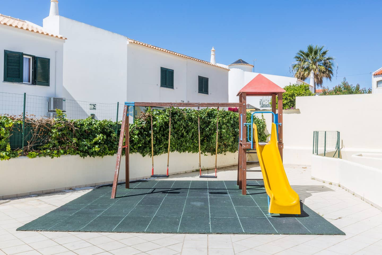 Apartamentos e moradias para alugar, 180° Sea views, Pool, 2 bedrooms and 2 balconies em Albufeira, Portugal Algarve, REF_IMG_13320_13404