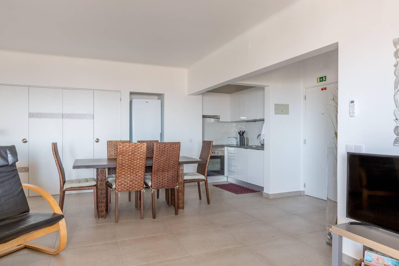 Apartamentos e moradias para alugar, 180° Sea views, Pool, 2 bedrooms and 2 balconies em Albufeira, Portugal Algarve, REF_IMG_13320_13411