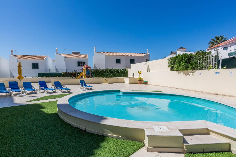 Apartamentos e moradias para alugar, 180° Sea views, Pool, 2 bedrooms and 2 balconies em Albufeira, Portugal Algarve, REF_IMG_13320_13412