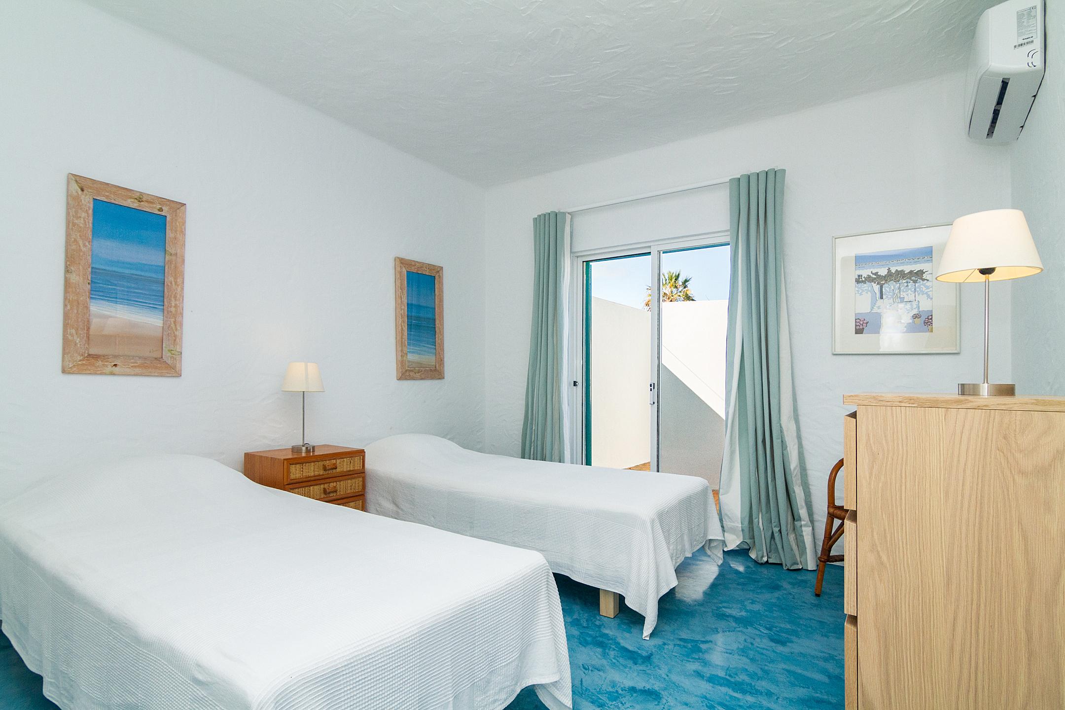 Holiday apartments and villas for rent, Liiiving in Algarve | Alvor Blue Villa in Alvor, Portugal Algarve, REF_IMG_14545_14553