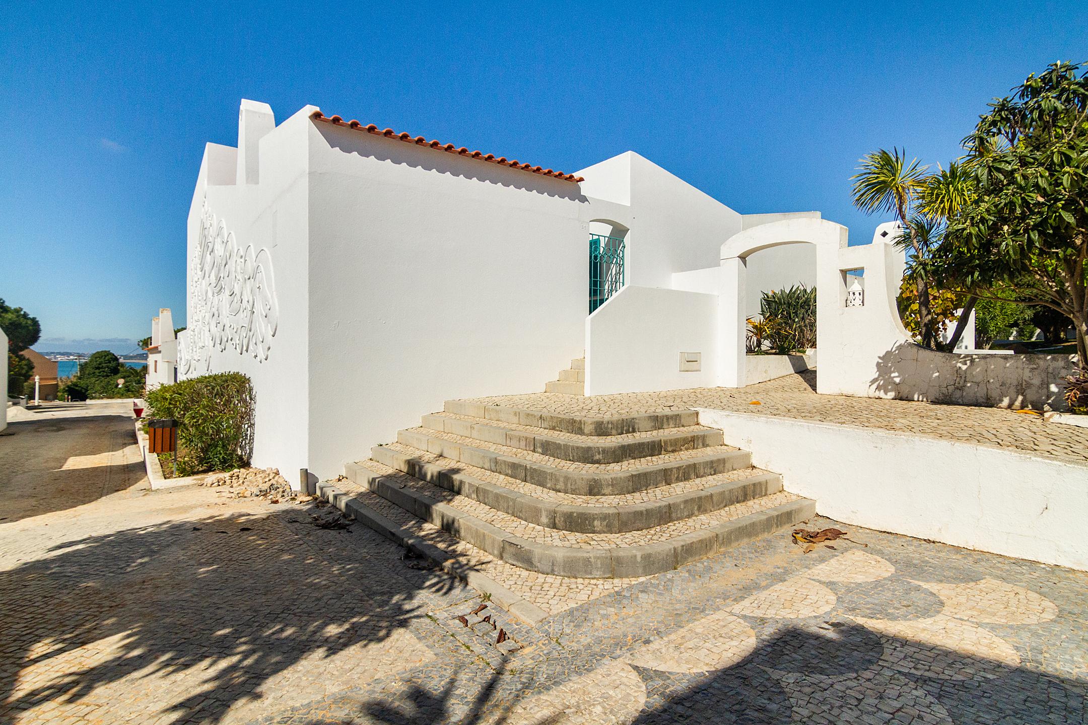 Holiday apartments and villas for rent, Liiiving in Algarve | Alvor Blue Villa in Alvor, Portugal Algarve, REF_IMG_14545_14548