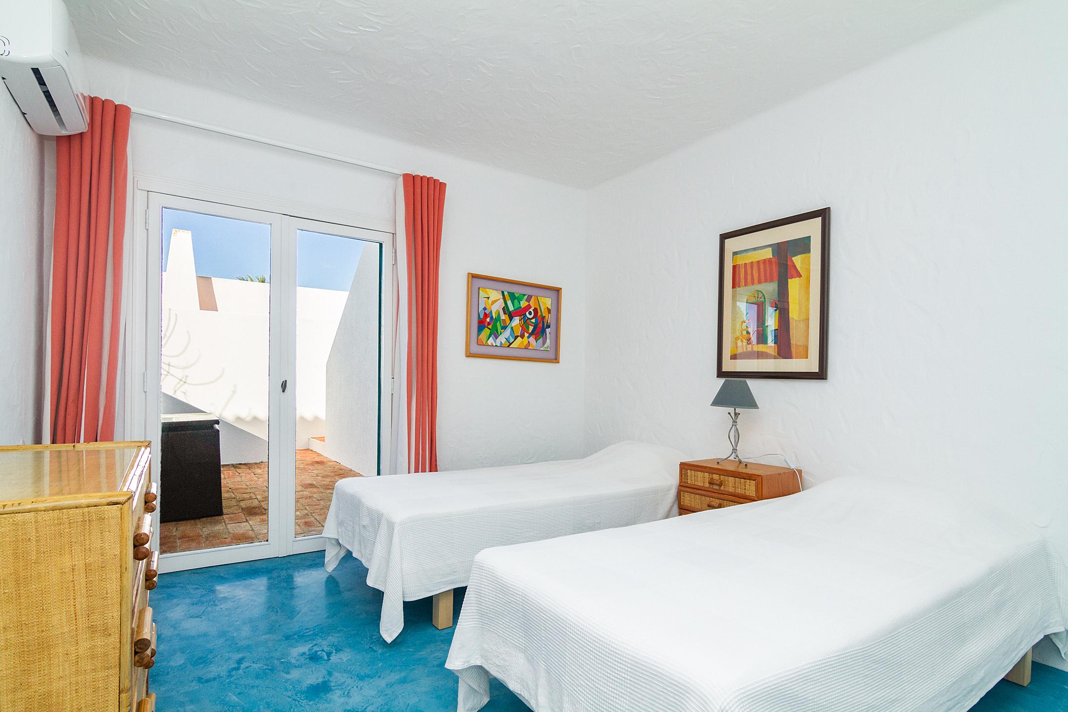 Holiday apartments and villas for rent, Liiiving in Algarve | Alvor Blue Villa in Alvor, Portugal Algarve, REF_IMG_14545_14555