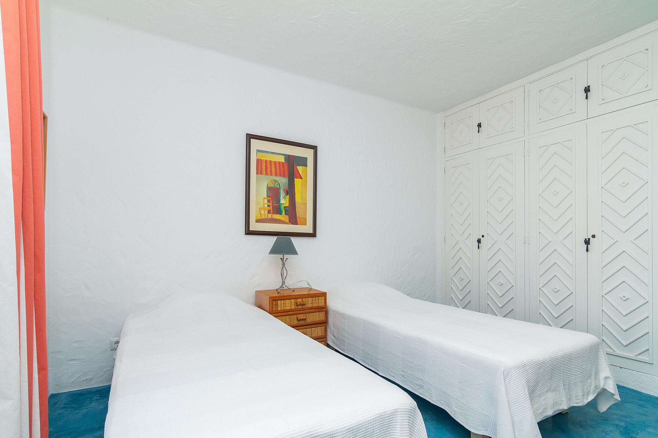 Holiday apartments and villas for rent, Liiiving in Algarve | Alvor Blue Villa in Alvor, Portugal Algarve, REF_IMG_14545_14556