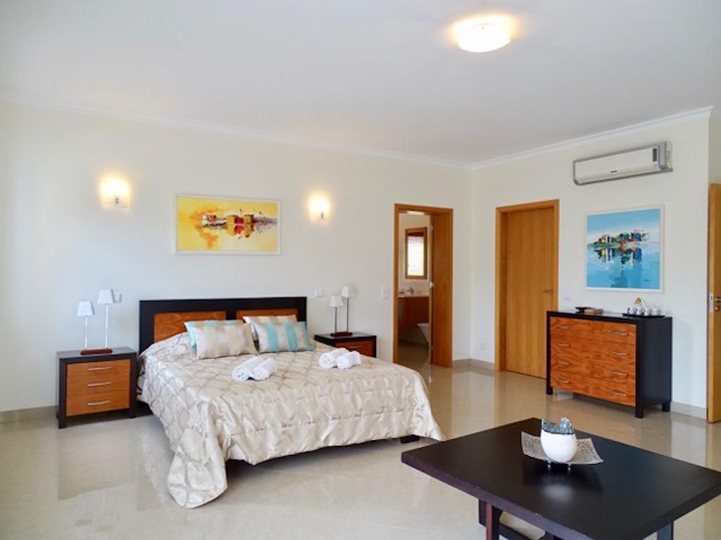 """Apartamentos e moradias para alugar, Charmante Villa dans le """" Parc Hotel Resort Golf """" de Pénina em Alvor, Portugal Algarve, REF_IMG_17719_17739"""